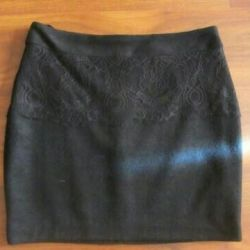 Новая теплая юбка с кружевом с этикеткой