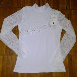 Turtleneck with lace sleeves