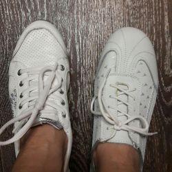 Yeni deri ayakkabı boyutu 38-39, iki çift
