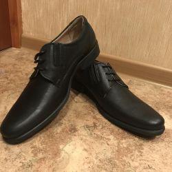 Vindem pantofi din piele de dimensiune 41