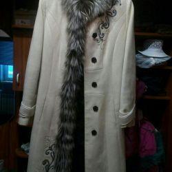 Coat woolen with silver fox trim