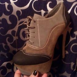 Οι μπότες είναι καινούριες