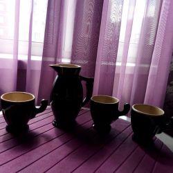 Молочник и 3 кофейных чашки.
