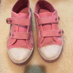 Sneakers for girl size 31