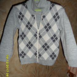 Beautiful warm sweater. 88-98 cm.