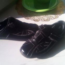 Παπούτσια για το σχολείο p34 σε άριστη κατάσταση
