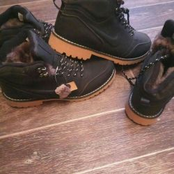 Τα παπούτσια χειμωνιάτικου μπότες έχουν 40,41,42