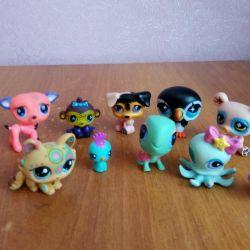 Pet shop of figurines