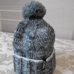 TERMIT hat knitted with pompom