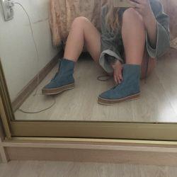 Denim boots new