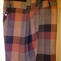 The skirt is elegant. Demi-season.
