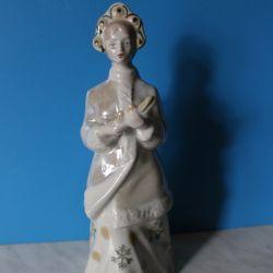 Figurină din porțelan Frumusețe de zăpadă 2