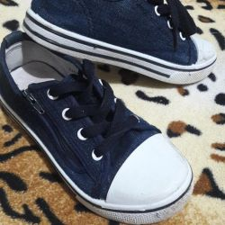 Denim sneakers with laces and with a lock 27 size.