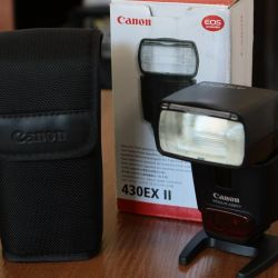new Canon Speedlite 430EX II flashlight