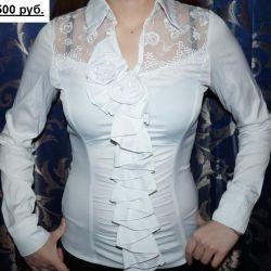 Λευκή μπλούζα μεγέθους 40-42