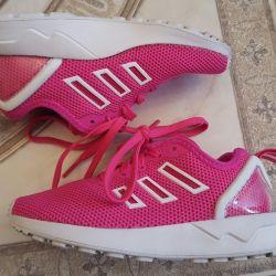 Нові круті кросівки Adidas 28