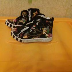 Μαύρα πάνινα παπούτσια, νέα 25