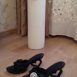 Παπούτσια παντόφλες
