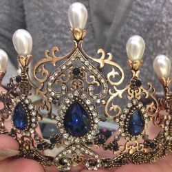 Crown of a magnificent age