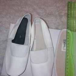 Çocuk ayakkabısı. Yeni deri çekleri. 30-32.