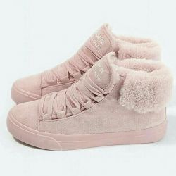 Women's sneakers are warm in stock!
