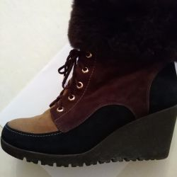 Low season ankle boots