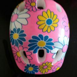 Шлем для катания на роликах.