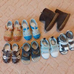 Sandalet. Uggs. Spor ayakkabılar.