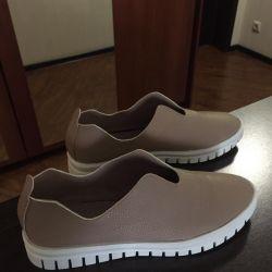 Καλοκαιρινά παπούτσια για γυναίκες