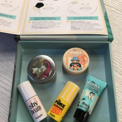 Set of cosmetics Benefit miniatures + 2 gifts