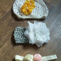 O pălărie de vară și bandaje pentru o fată