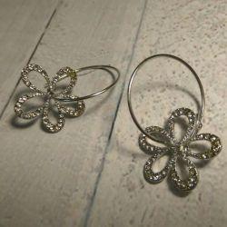Earrings with flower