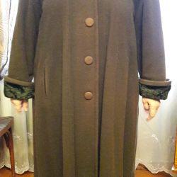 Ελαφρύ παλτό. Μέγεθος 52.