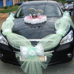 Wedding ribbon on car