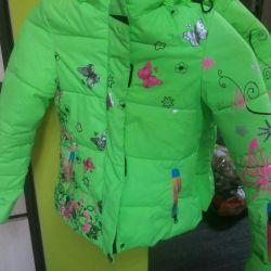 Jacheta este aproape nouă.