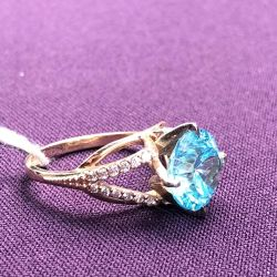 Gold female ring with cubic zirconias
