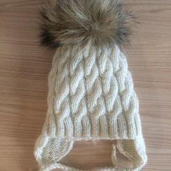 Naturel ponpon ile sıcak şapka, kask