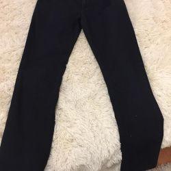 Jeans pentru un băiat de 13-14 ani