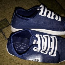 New jeans sneakers.