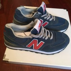 The suede New Balance 574 sneakers