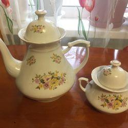 Ceainic și castron de zahăr