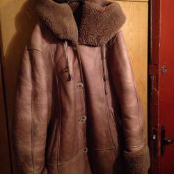 56-58r female natural sheepskin coat, Italy. B / y