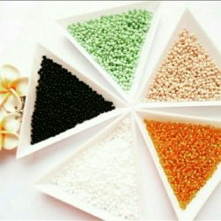 Triangular trays for beads and small beads