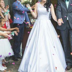 Rochie mireasă fericită