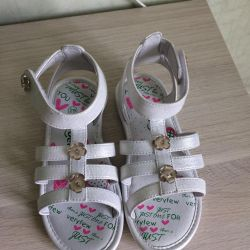 new sandals r. 29