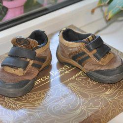 Amerika'dan spor ayakkabı satıyorum.