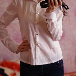 Новая Белая блузка с замочками