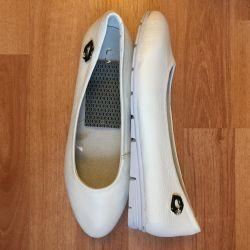 Kadınlar için bale ayakkabıları. Gerçek deri.