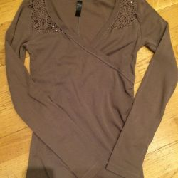 Knitted blouse with a neckline