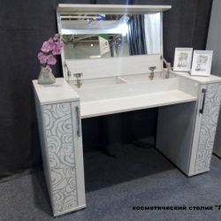 Cosmetic table